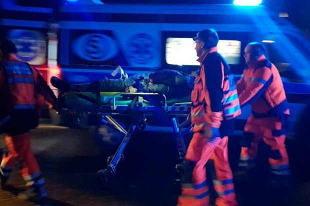Wypadek na Lubańskiej, kierowca z urazami głowy i nogi zabrany helikopterem