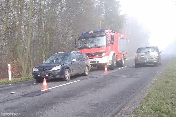 Wypadek między Dąbrową a Łąką, dwie osoby ranne