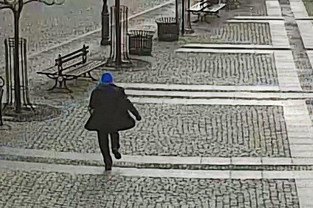Biegał z siekierą po bolesławieckim Rynku. Trafił do szpitala na obserwację