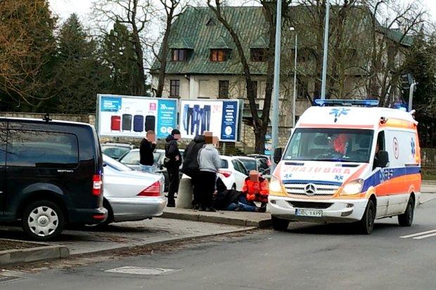 Wypadek przy Carrefourze. 15-latek w legnickim szpitalu