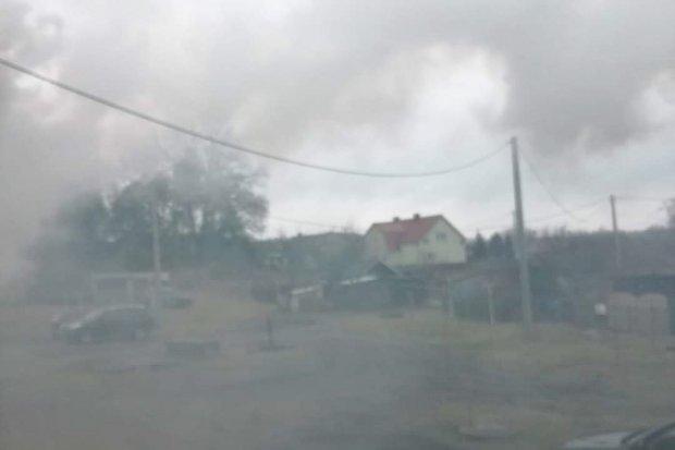 """Czytelniczka z Ławszowej: """"Dym jest gęsty, szczypie w oczy, oddychać się nie da"""""""