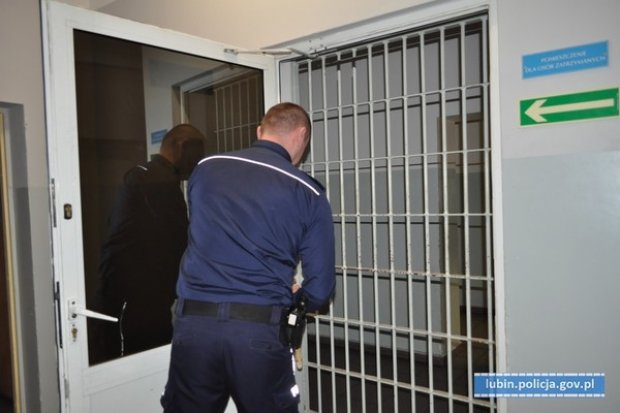 Znęcał się nad partnerką. 24-latek tymczasowo aresztowany