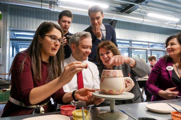 Robert Biedroń zachwycony bolesławiecką ceramiką!
