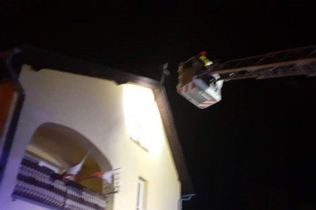 Uszkodzony krzyż w Brzeźniku. Akcja straży