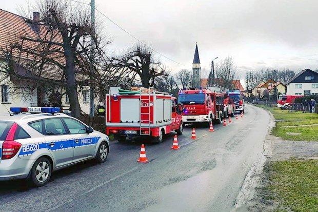 Pożar budynku w Gościszowie. Jedna osoba poparzona