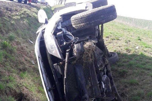 Wypadek na A4. Auto trzykrotnie dachowało, 63-latka zasnęła za kierownicą