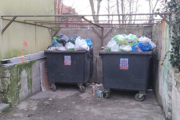 """Czytelnik o śmietniku przy Wybickiego: """"Grozi zarazą"""""""