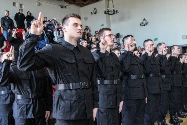 Nowi policjanci ślubowali. 4 z nich służyć będzie w Bolesławcu
