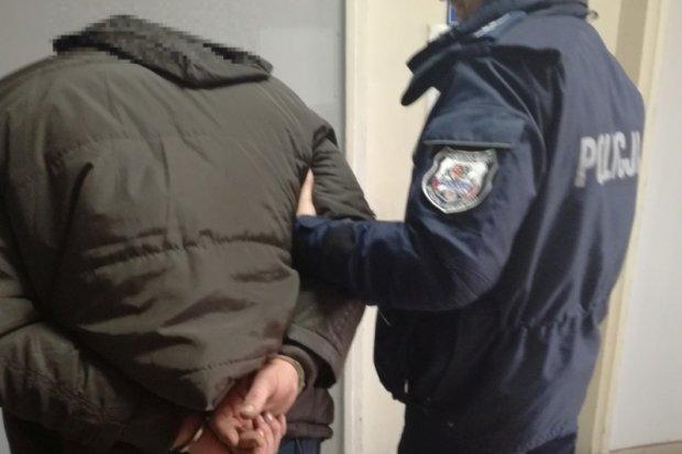Recydywista bez prawa jazdy ukradł busa wartego 17 tys. zł. Pojazd odzyskano