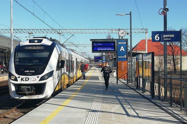 Od dziś dodatkowy nowy peron na Wrocławiu Głównym. Więcej zdjęć