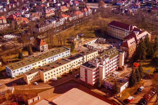 Szpital w Bolesławcu: prawie 70 pacjentów, 16 pod respiratorem