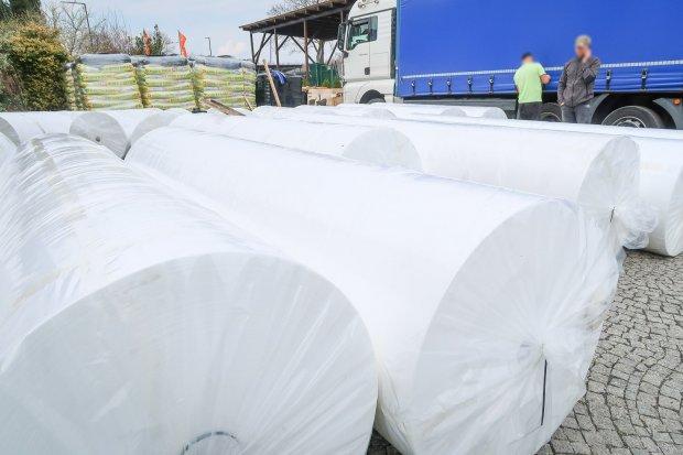 2 tony materiału na ubrania ochronne dotarły do Bolesławca