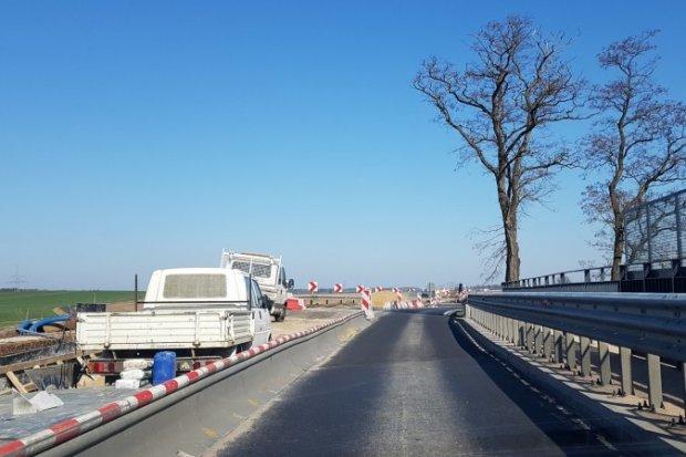 Remontują wiadukt na DK94 w Okmianach