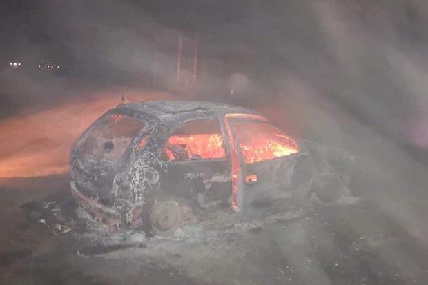 Nocny pożar auta. Opel spłonął doszczętnie