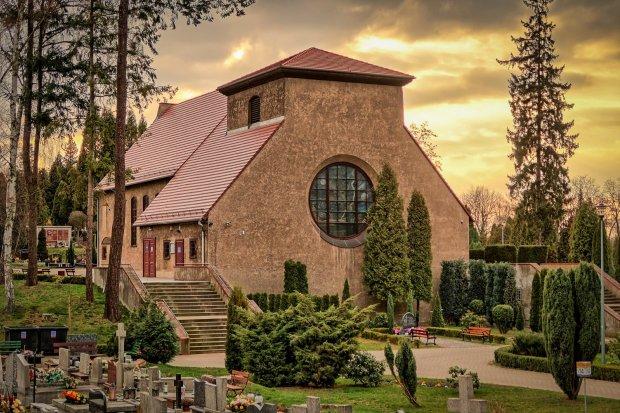 Cmentarz w Bolesławcu na razie otwarty, ale może to się zmienić