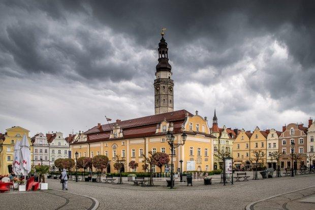 Zwolnienia w miejskich instytucjach zapowiada prezydent Bolesławca