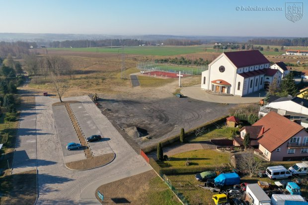 Osiedle Przylesie: parking koło kościoła gotowy