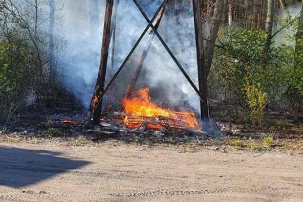 Pożar ambony w Nowej Wsi Kraśnickiej. Zadysponowano samolot