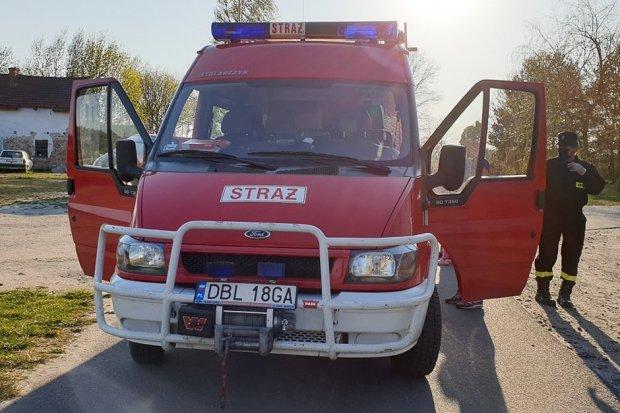 Strażacy i sołtys Parowej rozwozili maseczki dla mieszkańców