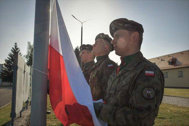 Bolesławieccy artylerzyści oddali hołd i szacunek Biało-Czerwonej