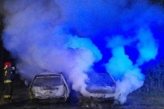 Nocna akcja w Szczytnicy. Spłonęły dwa auta