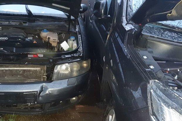 Zderzenie dwóch aut w Gromadce, 69-letni Ślązak z 500-zł mandatem