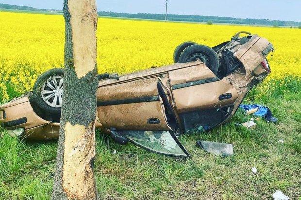 Pijany kierowca wypadł z drogi. Auto dachowało