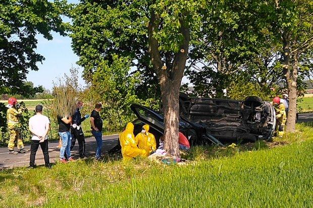 Wypadek koło Kraśnika. Zderzyły się dwa auta, dwie osoby poszkodowane