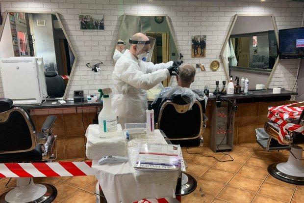 Bolesławianie stęsknili się za fryzjerami. Salony otwarte od dziś