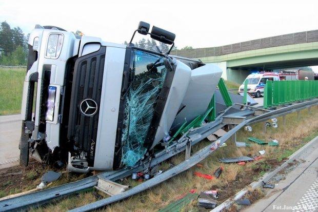 Niebezpiecznie na drogach powiatu: 9 groźnych zdarzeń w ciągu dziewięciu dni