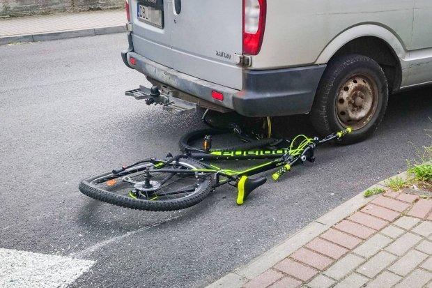 Potrącenie rowerzysty przy skrzyżowaniu Tyrankiewiczów i Dzieci Wrześni