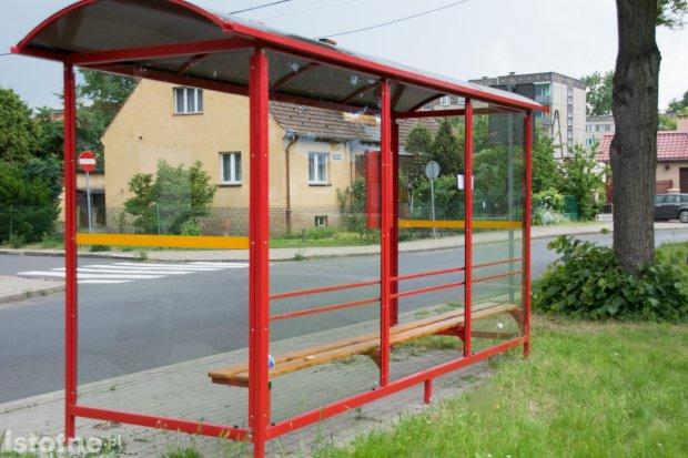 Zdemolowali przystanek przy Góralskiej w Bolesławcu