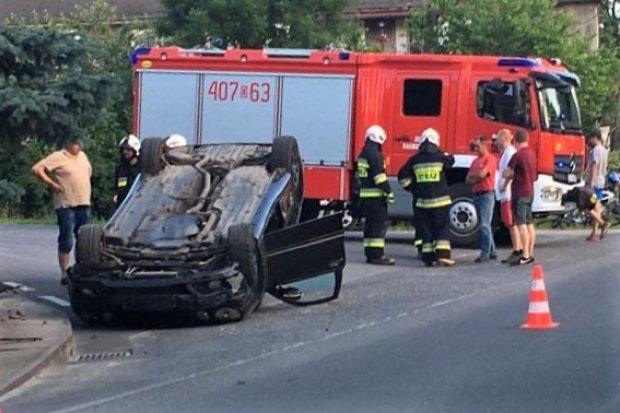 Kierowca Mercedesa dachował w Raciborowicach