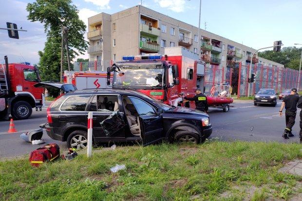 Wypadek: wóz strażacki zderzył się z osobówką