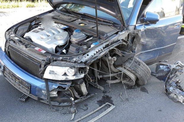 Pijany kierowca wjechał pod prąd na rondo. I spowodował kolizję z ciężarówką