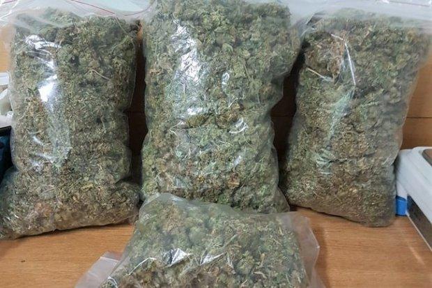 27-latek wpadł z marihuaną wartą co najmniej... 130 tys. zł