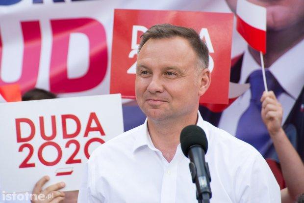 Andrzej Duda wstępnie wygrywa wybory. Tak wskazuje sondaż