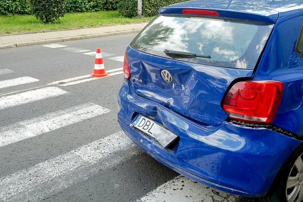 Volkswagen polo potrącił pieszą na pasach na ul. Garncarskiej