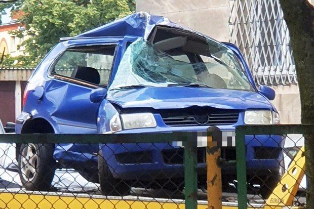 Wypadek koło Tomisławia. Kierujący ciężko ranny, wezwano śmigłowiec LPR