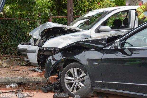 Zderzenie mercedesa z volkswagenem na Łąkowej. Jedna osoba ranna, finał w sądzie