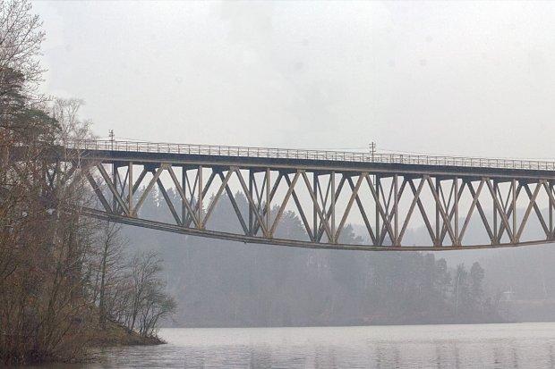 Będzie połączenie kolejowe Jelenia Góra–Lwówek? Ma przebiegać przez słynny most