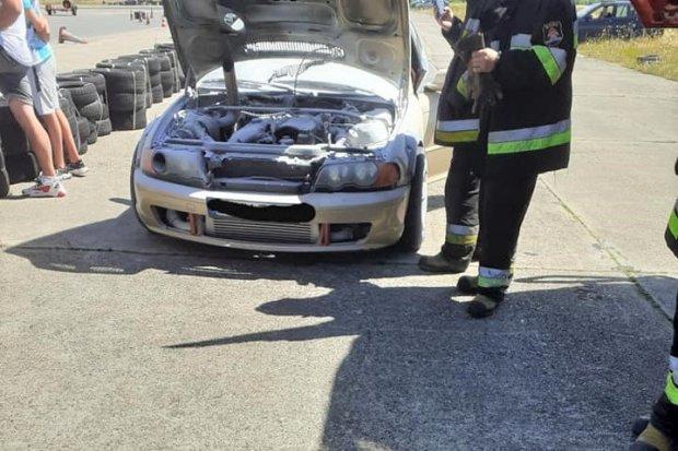 Pożar auta na torze wyścigowym