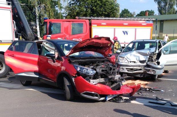 Wypadek na skrzyżowaniu niedaleko wiaduktu