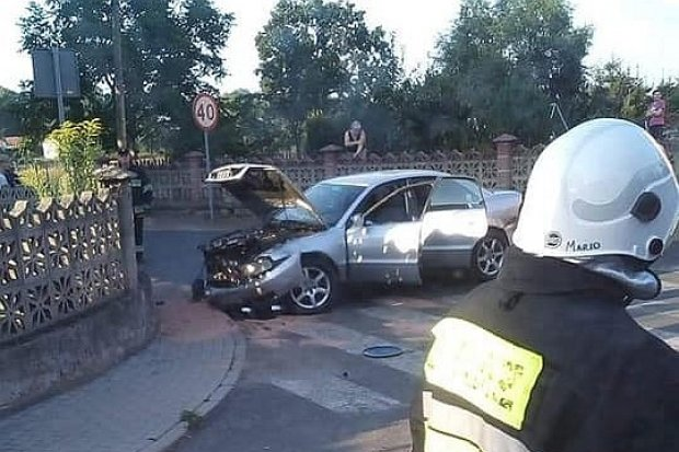 Zderzenie dwóch aut przy Słowackiego w Nowogrodźcu