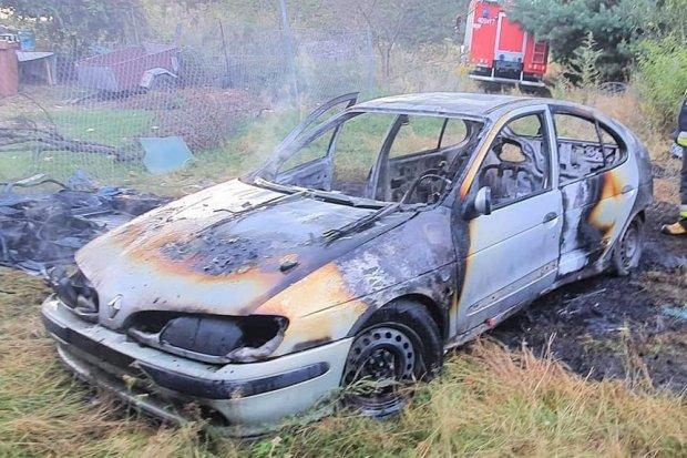 Auto spłonęło w Nowej Wsi Kraśnickiej
