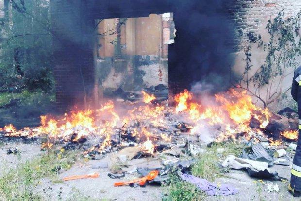 """Kolejny pożar klinkierni w Nowogrodźcu. """"Ile jeszcze trzeba tutaj interwencji!?"""""""