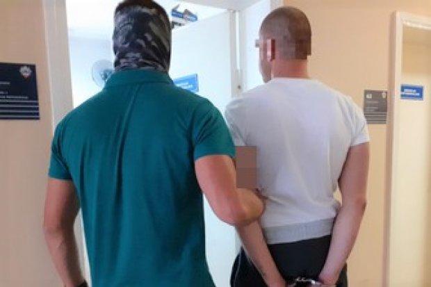 Seryjny włamywacz-recydywista wpadł z metamfetaminą. Grozi mu do 15 lat więzienia