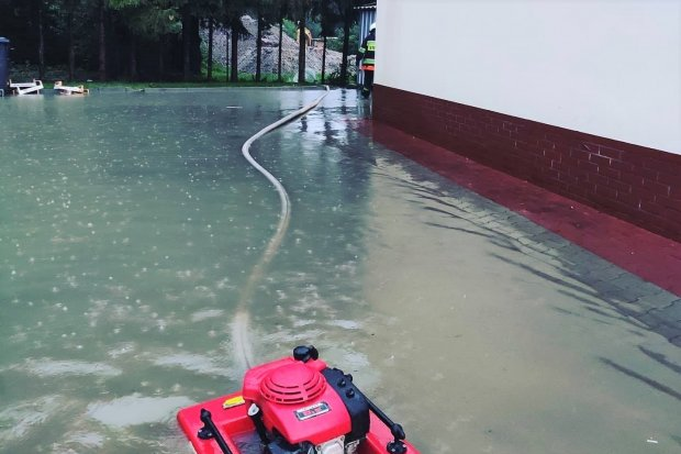 Nowogrodziec: znów zalało parking przy Dino