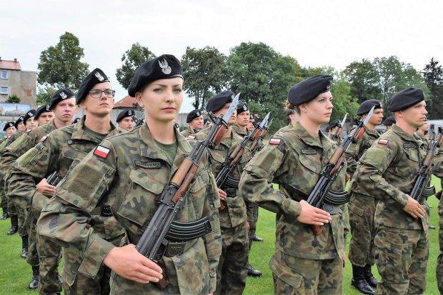 Przysięga wojskowa niemal 200 elewów na stadionie w Bolesławcu