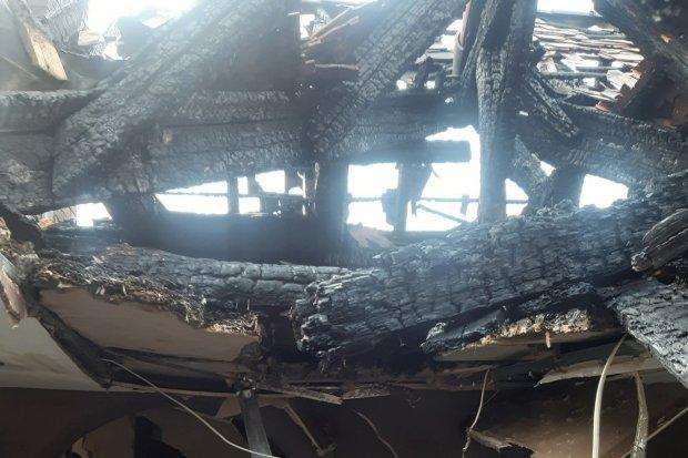 Pomóż pogorzelcom z Czernej. Dom straciło 6 rodzin, wśród poszkodowanych strażacy